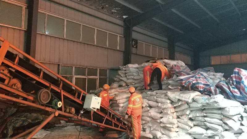 实业公司豫东养护中心岗李工区储备了充足的融雪材料.jpg